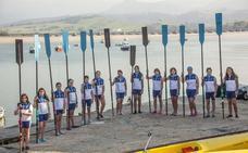Las mujeres de San Vicente de la Barquera sacan el remo