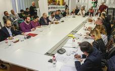 Los sueldos del alcalde y de los 24 concejales de Torrelavega suponen un gasto de 416.000 euros al año