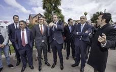 De la Serna dice que el Gobierno de España «ha asumido la responsabilidad de tirar de Cantabria»