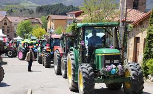 Los vallucos engalanan los tractores para honrar a su patrón, San Isidro