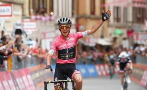 El líder Simon Yates vence en Osimo