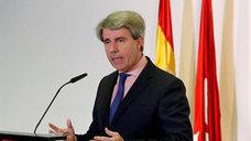 Garrido recuerda en su discurso de investidura a Cifuentes: «Una profesional entregada al servicio público»