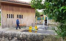 El Ayuntamiento mejora el entorno de las antiguas escuelas de Prellezo