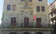Desaparecen las banderas de España y Europa del Ayuntamiento de Castro