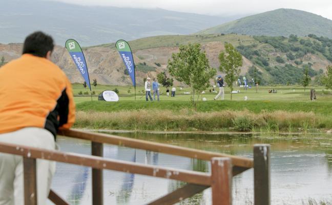 Cantur proyecta la construcción de 24 bungalós en el campo de golf de Nestares