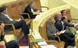 El Parlamento apoya una auditoría de Intervención de los contratos del Servicio Cántabro de Salud