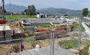 Obras Públicas invierte 130.000 euros en construir un aparcamiento y su vial de acceso en Jain