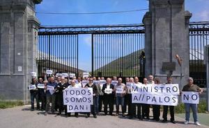 Nueva concentración de los funcionarios de El Dueso frente al penal