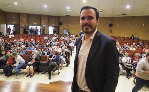 Alberto Garzón llama a «frenar a la derecha» en un acto en Santander