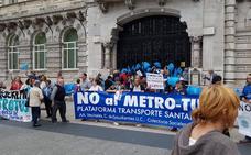 Cientos de personas vuelven a concentrarse en Santander contra el MetroTUS