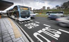 El TUS reforzará el servicio a las playas desde Cazoña con autobuses articulados