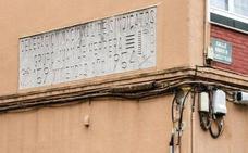 El yugo y las flechas sobreviven en las fachadas de un centenar de edificios