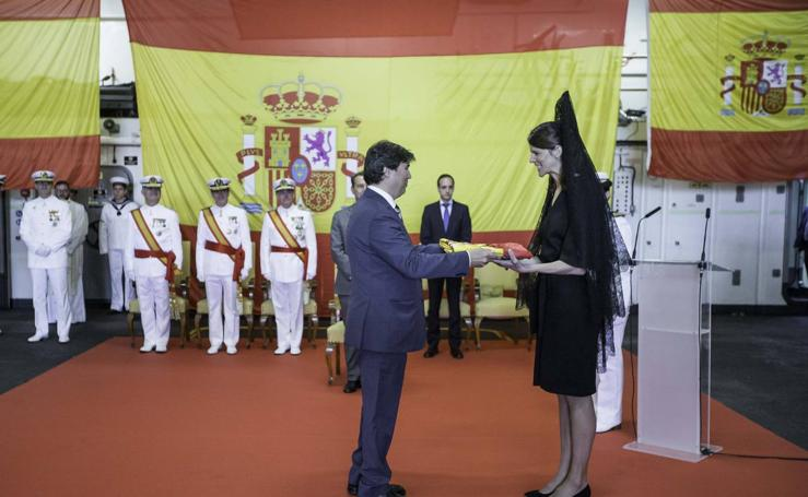 Entrega de la bandera de guerra al buque de la armada «Castilla», a cargo de Ruth Beitia