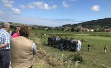 Vuelca un camión cisterna en Meruelo