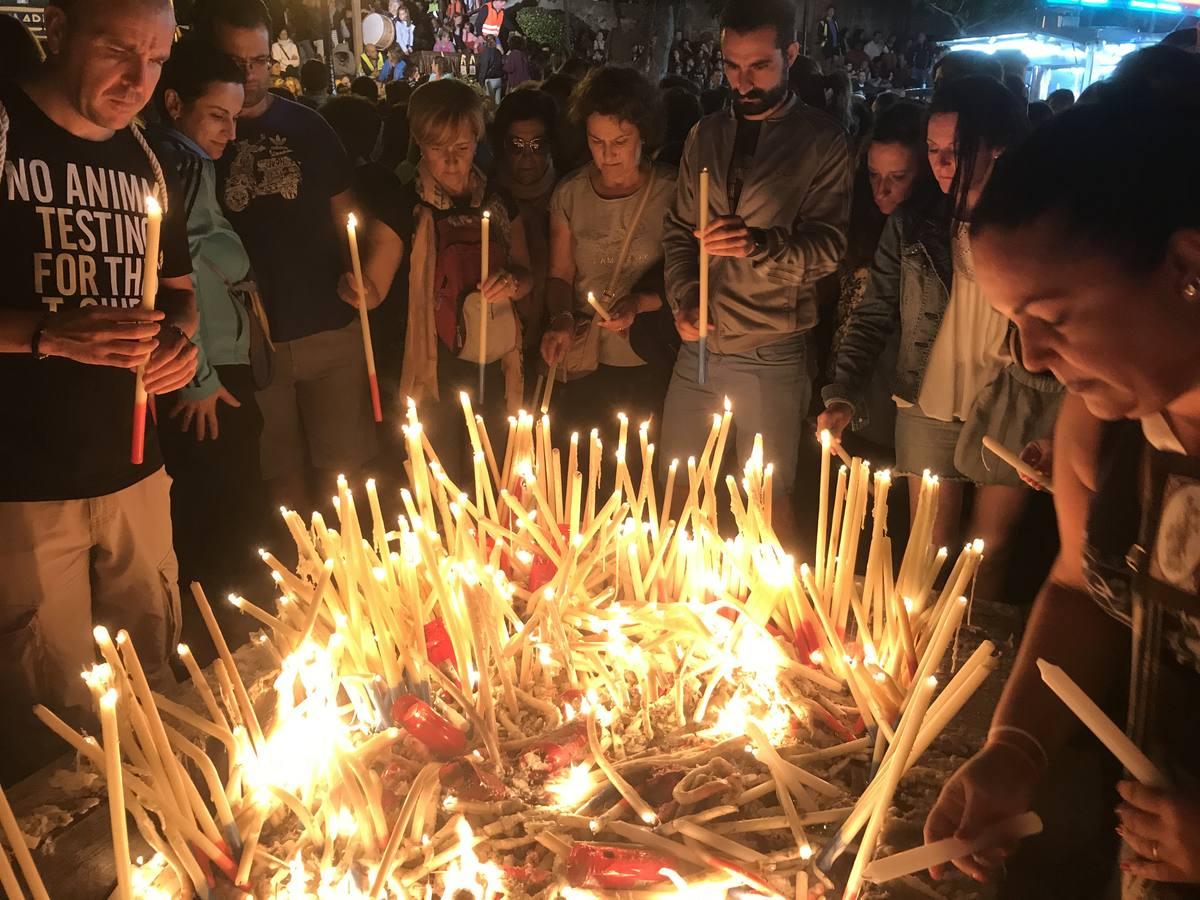 Miles de romeros pasan la madrugada con la Virgen del Carmen en Revilla de Camargo