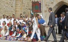 Los alcaldes lebaniegos, «contentos y satisfechos» pese a la breve visita de los Reyes