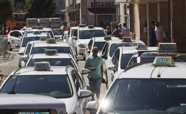 La huelga de taxis colapsa Santander