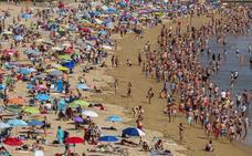 La bandera roja obliga a cerrar al baño cerca de 30 playas cántabras