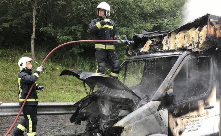Otro camión arde en plena autovía