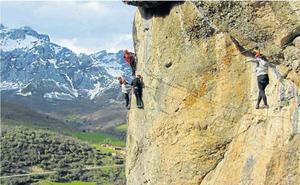 El turismo de escalada, un motor económico para los pueblos de montaña