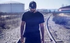 Plastic Adict DJs y Pau Roca, guitarrista de La Habitación Roja, en 'El Muelle'