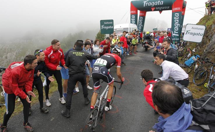 Ciclismo y afición en las rampas de Los Machucos