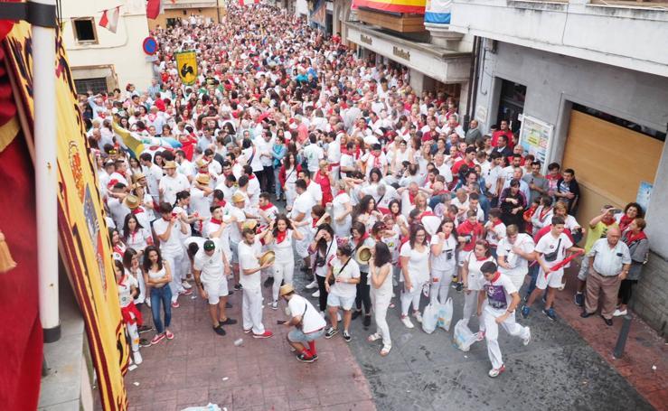 Arrancan las fiestas en Ampuero con el desfile y el chupinazo