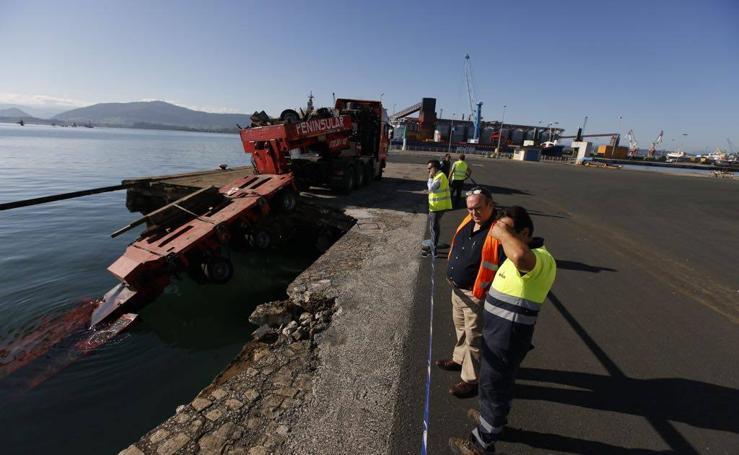 Se derrumba parte del Muelle de Maliaño