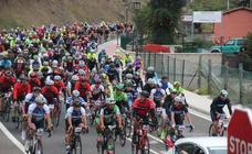 La multitudinaria Lebaniega Jubilar Bike reúne a 700 ciclistas