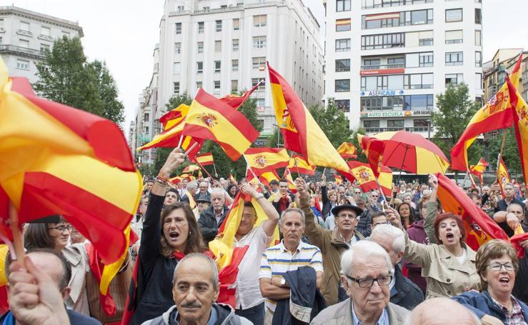 Cientos de personas secundan en Santander, contra el referéndum