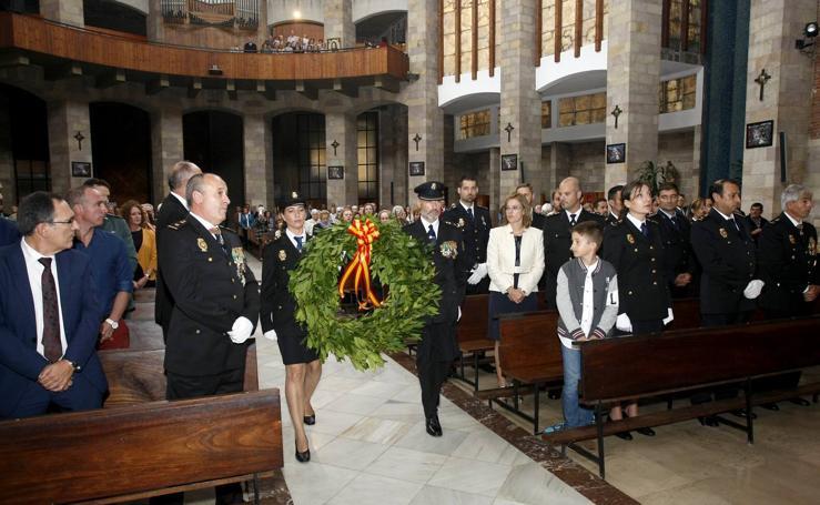 La Policía de Torrelavega honra a sus patronos
