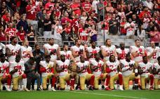 Los jugadores de la NFL ignoran a Trump y se arrodillan durante el himno