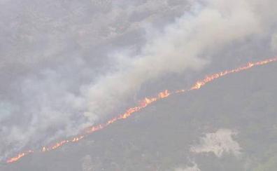 Desalojos en Asturias por el incendio que acecha Muniellos