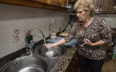 El agua de Hazas de Cesto sigue saliendo turbia por tercera semana consecutiva