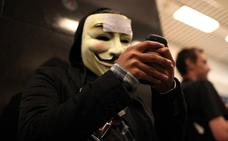 Anonymous tumba la web de la Casa Real