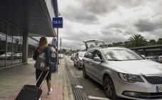 Camargo estudiará la viabilidad de dar prioridad a sus taxistas en el aeropuerto