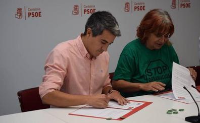 Zuloaga también firma documento de la PAH para que se tramite la ley estatal de vivienda