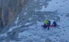 Fallece un montañero vasco al resbalar en el hielo y caer en Picos de Europa