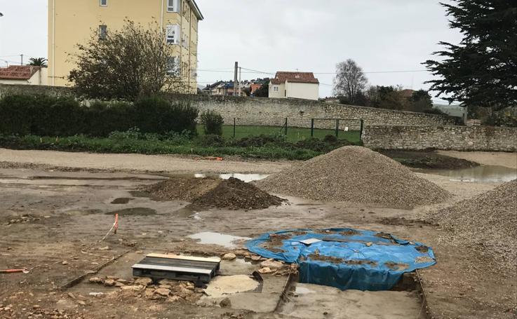 Restos romanos hallados en las obras del aparcamiento de Suances