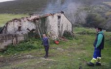 La Guardia Civil investiga las causas del incendio que mató a 23 vacas en Bielva