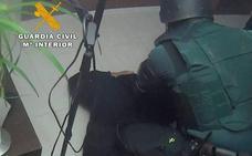 La Guardia Civil desmantela un punto de venta de cocaína en San Miguel de Aras