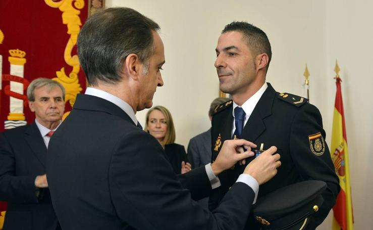 Imposición de medallas de la Orden del Mérito Civil a policías nacionales y guardias civiles