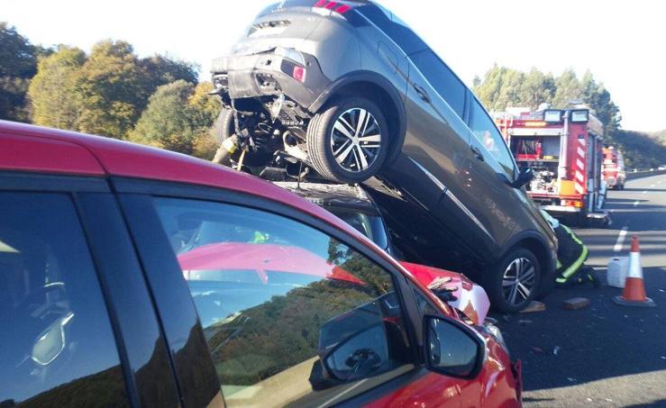 Imágenes del accidente en la A-8 a su paso por Laredo
