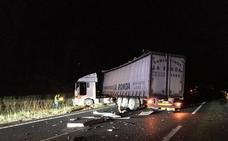 Un accidente entre dos camiones en la A-8, a la altura de Cabezón vuelve a cortar la autovía