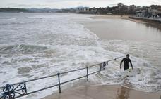 El temporal deja grandes mareas y daños en las playas