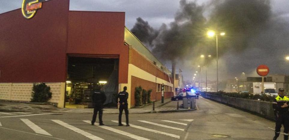 La explosión de un horno provoca un nuevo incendio en Ecrimesa, en Santander