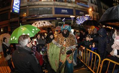 Los Reyes llegan a Torrelavega acompañados del 'Esteru'