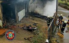 Herido leve tras incendiarse el garaje de su vivienda en Boo de Piélagos