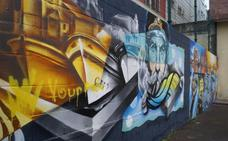 Aparece una pintada en el mural que ganó el concurso de grafitis de Castro