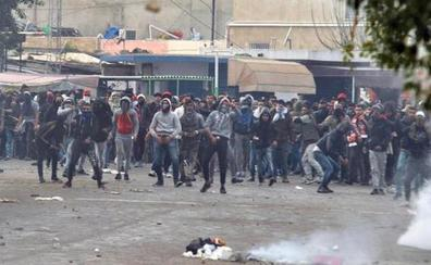 Más de 300 detenidos en Túnez tras otra noche de protestas contra el Gobierno